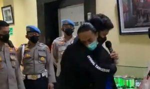 Buntut dari viralnya petugas polisi membanting demonstran berinisial MFA pada aksi mahasiswa Kabupaten Tangerang, polisi tersebut secara resmi meminta maaf. Dok: Instagram @polrestatangerang.