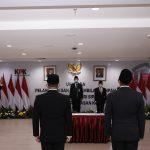 Pemberantasan Korupsi (KPK) mengambil sumpah jabatan dan melantik Pegawai Negeri Sipil atas dua orang pegawai yang telah menyelesaikan masa tugas belajarnya. Dok: kpk.go.id.